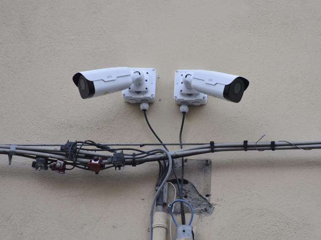 Cesena, la polizia «entrerà» in diretta nelle telecamere private