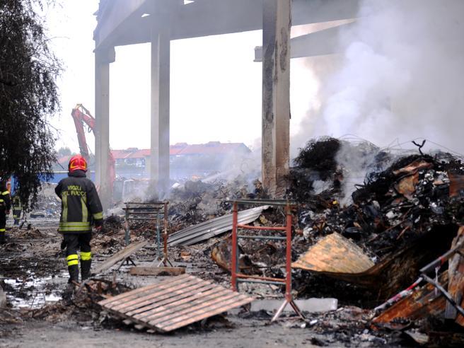 Maxi incendio  : «Picco di diossina». Inquinamento, alle  14