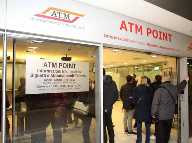 Milano, ecco come i dipendenti Atm   clonavano i biglietti del metrò