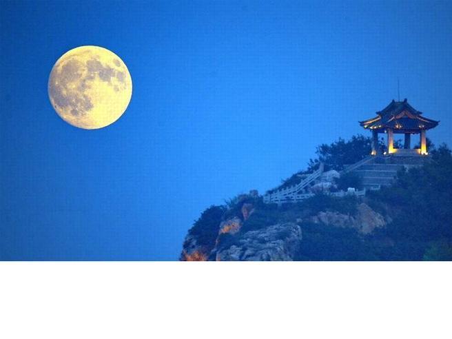 Cina, una luna artificiale per illuminare il cielo notturno