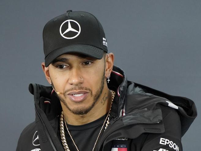 F1, il monarca Hamilton corre nel mito: la quinta corona tra eccessi e selfie