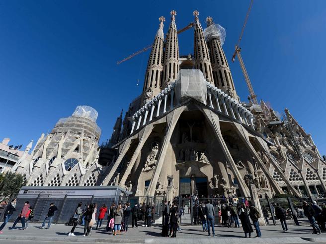 Barcellona, «condonata»  la  Sagrada Familia: dopo 133 anni non sarà più abusiva