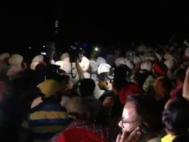 India, 50 persone uccise da treno in corsa: guardavano i fuochi d'artificio