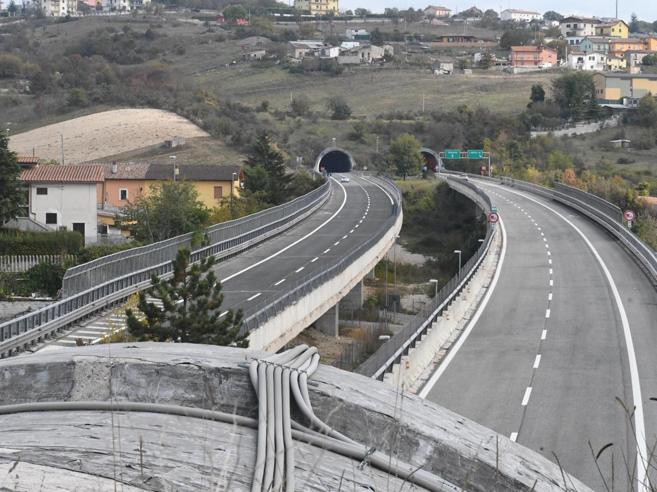 Strada dei Parchi, Toninelli: «Traffico limitato su 87 viadotti»