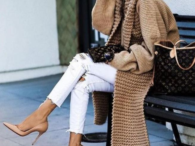 Jeans bianchi, 7 idee per indossarli anche in autunno