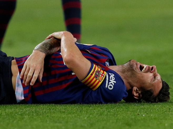 Messi,  gomito fratturato: tre settimane di stop, niente Inter e Real