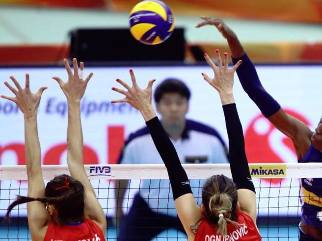 Pallavolo femminile, una grande Italia non basta: la Serbia