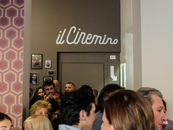 Milano, #iostocolcinemino:i  social si mobilitano per salvare la sala  sequestrata  Le immagini
