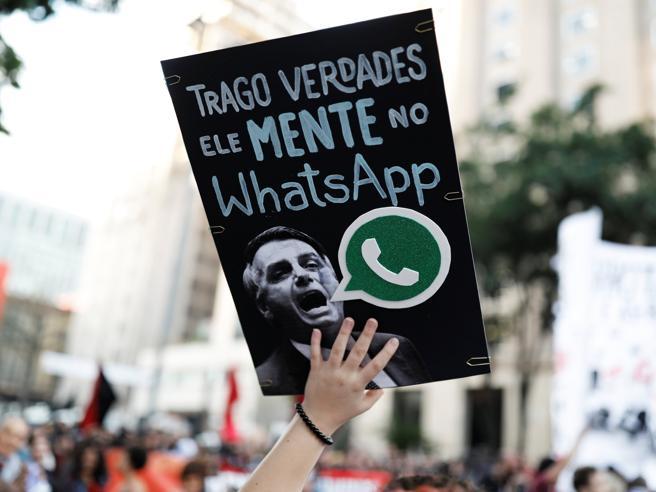 Perché WhatsApp è lo strumento più usato dalla propaganda (nell'era dello scetticismo totale)