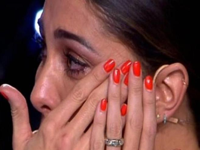«Tu sì que vales», Luca Guadagnini canta per la figlia morta: Belén piange e lascia lo studio