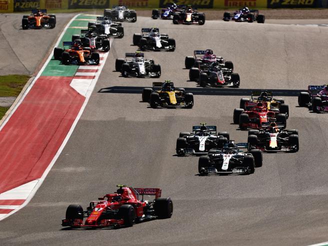 Gp Stati Uniti, Raikkonen vince e rinvia il sogno di Hamilt0n. Vettel chiude quarto dopo un testacoda