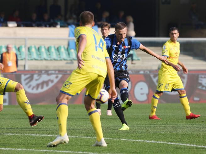 9ª giornata, Ventura già in difficoltà: Chievo-Atalanta 1-5; il Torino fermato a Bologna