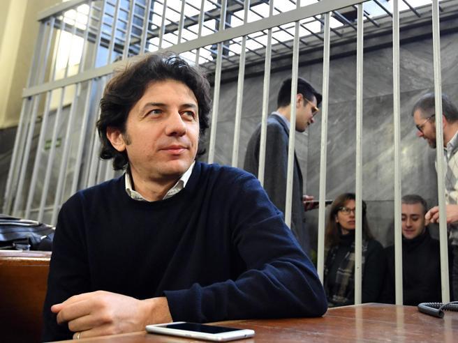 """Dj Fabo e Cappato, la Consulta rinvia: «Sul """"fine vita"""" decida il  Parlamento»"""