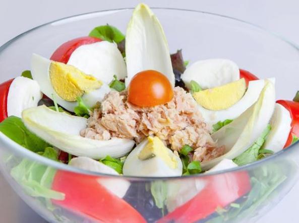 Pranzo Proteico Ufficio : Mattina presto allora di pranzo o la sera: ecco cosa mangiare in