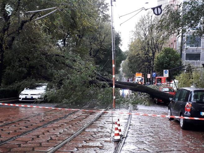 Maltempo, ancora temporali al Nord e pioggia al Sud. Due morti in Valle d'Aosta | Le previsioni