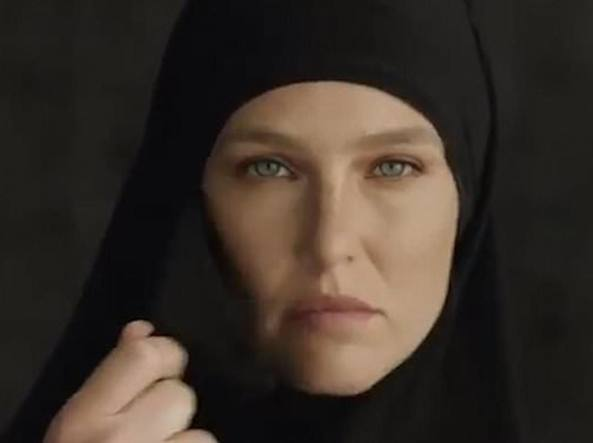 Lo Spot Di Bar Refaeli In Niqab Provoca Una Bufera In