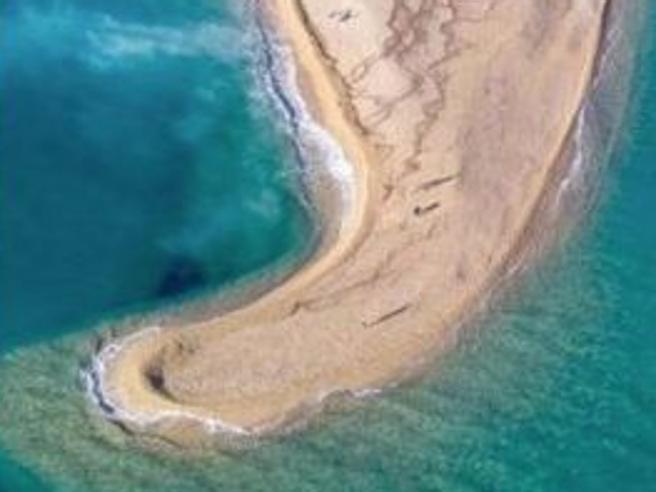 Maltempo, in Croazia il vento ha cambiato la forma di una spiaggia
