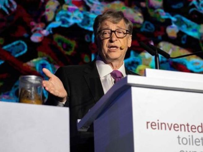 Perché Bill Gates si è presentato in Cina con un vaso pieno di feci