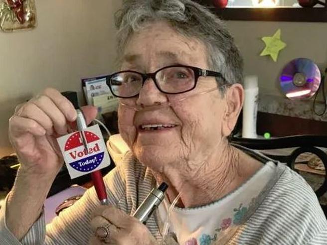 Ce l'ho fatta! Ho votato, a 82 anni Gracie vota per la prima volta, in ...