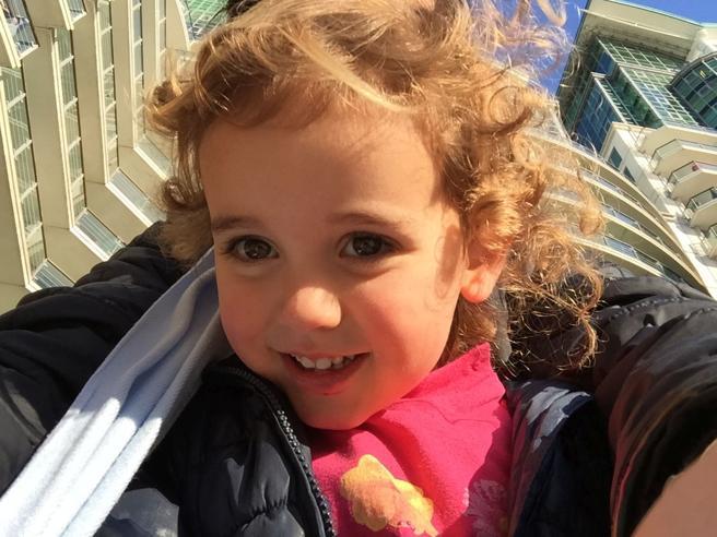 Vicky, 5 anni quasi cieca: «Corsa per salvare  gli occhi di mia figlia» Foto