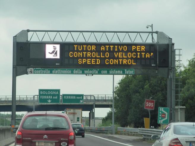 «In autostrada a  150 km/h?  Arrivi dopo»