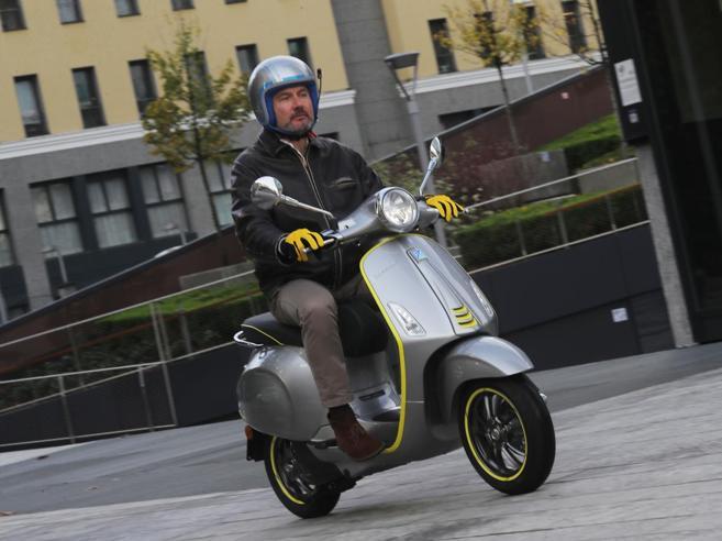 Nuova Vespa elettrica: la nostra recensione dopo la prova per le strade di Milano