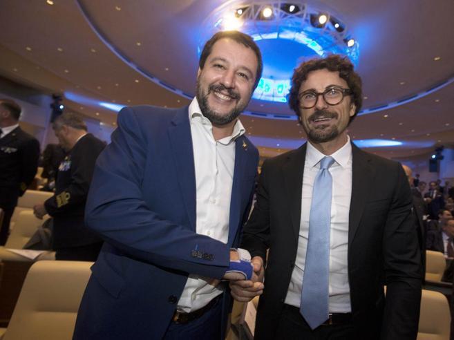 Toninelli: «Con la Lega idee diverse ma conta il contratto Rimpasto? Io vado avanti»