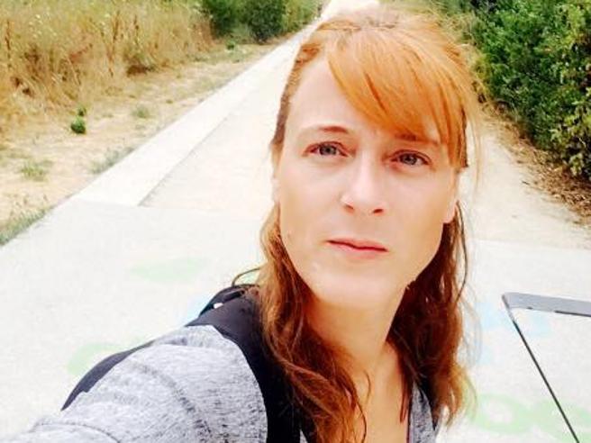 Maggy, la poliziotta  che lottava per impedire i suicidi si è tolta la vita Video