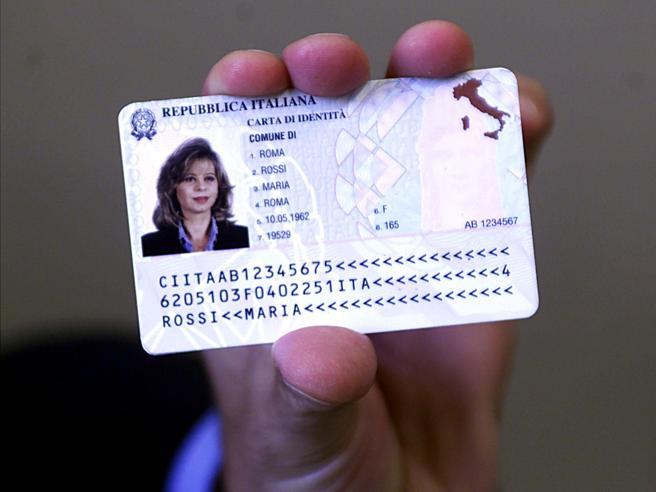 Padre e madre sulla carta d'identità Il garante della priva