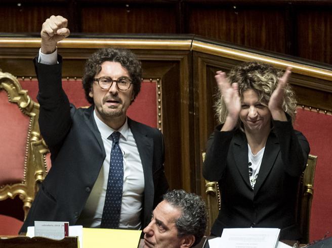 Il decreto genova e il pugno di toninelli in senato ma le for Quanti sono i membri del parlamento italiano