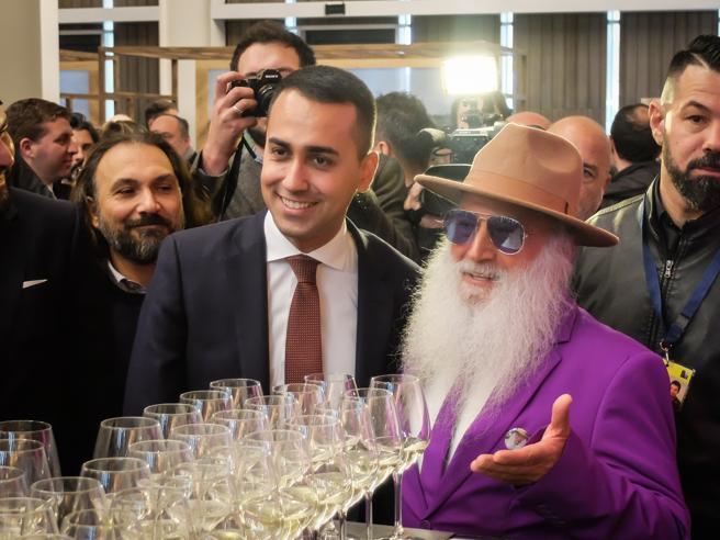 Di Maio: «Salvini non chieda niente per Berlusconi.  E basta