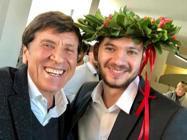 L'orgoglio di nonno Gianni Morandi su Instagram: suo nipote Paolo Antonacci si è laureato