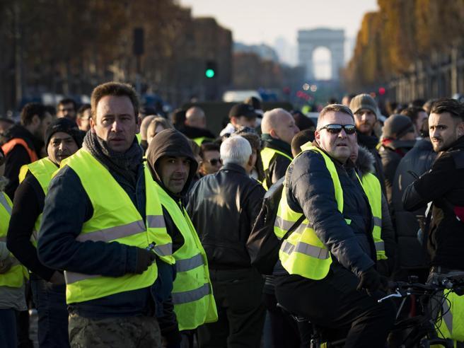 Qual è il prezzo della benzina in Francia? E chi sono i gile