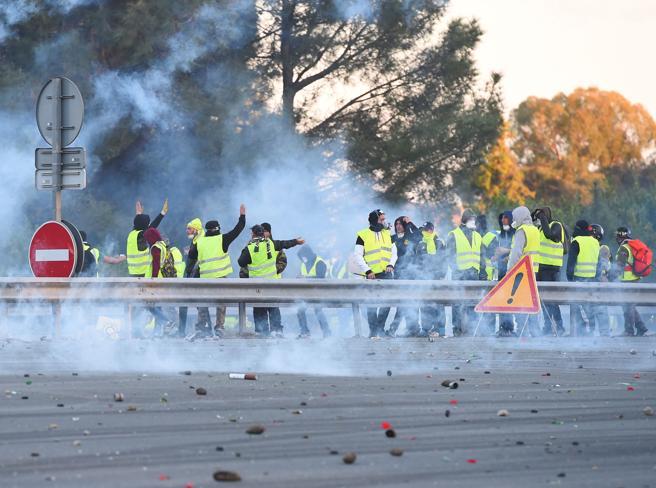 Giubbotti gialli, in Francia il governo non cede all'ondata