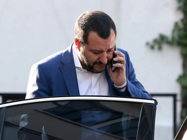 Rifiuti, Salvini: troveremo un'intesa col M5S. E a Di Maio r