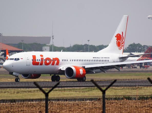 Aereo Caduto In Indonesia I Piloti Hanno Tentato 26 Volte Di Salvarsi Corriere It