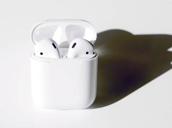 642af27f308 Apple, le AirPods con ricarica wireless arrivano nel 2019 - Corriere.it