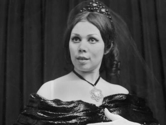 Fischi, rapanelli e il «Baudo Furioso»: se la Scala è un ring «Attila», le prime immagini