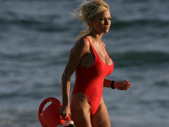 Pamela Anderson contro Salvini: «Sono preoccupata per l'Italia e per ...