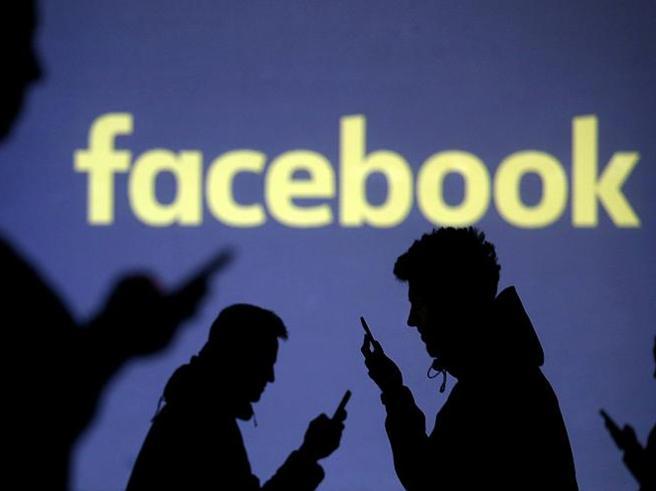 Antitrust, multa da 10 milioni a Fb: non dice come usa i dati agli utenti