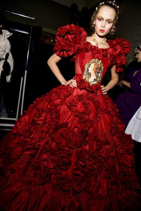 Dolce e Gabbana  la tre giorni dell alta moda fa rivivere la Milano ... f28b77b5a8e