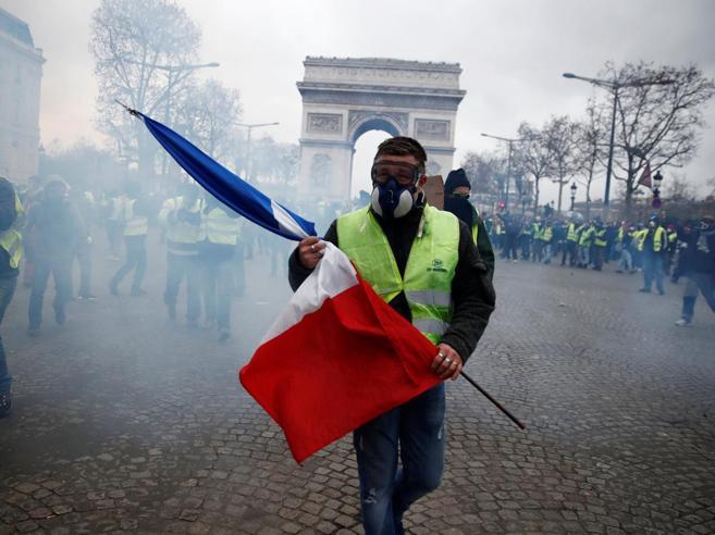 Blindati sui Boulevard,mille arresti nelle strade  Parigi contiene la furia e «limita» i gilet gialli