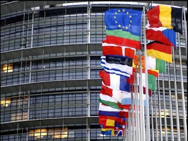 Gli italiani favorevoli alla Ue salgono al 64% (erano il 49