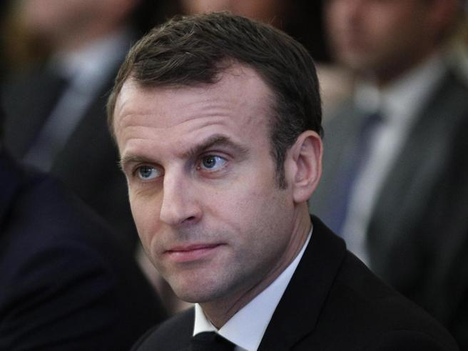 Gilet gialli, Macron in tv: «Collera giusta, aumenterò lo st