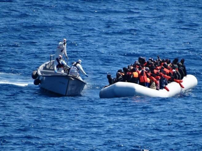 Amnesty contro l'Italia:  «Sui migranti gestione repressiva»