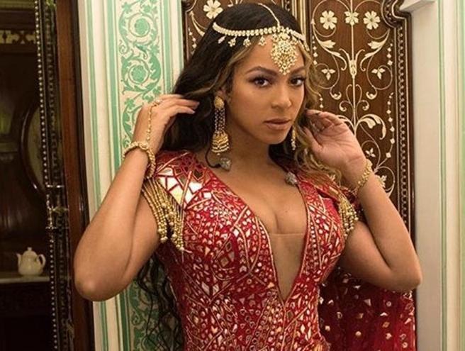 Beyoncé in abiti tipici alla festa di nozze della figlia dell'uomo più ricco dell'India