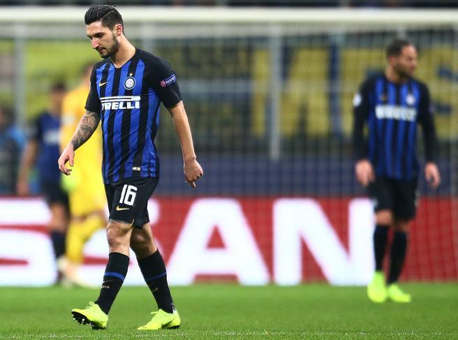 Inter-Psv 1-1, nerazzurri eliminati. Il pari non basta, passa il Tottenham. Napoli ko ad Anfield, passa il ...