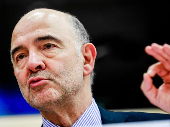 Macron sforerà il 3%, Moscovici all`Italia: «Lui può, voi no». Ecco i motivi