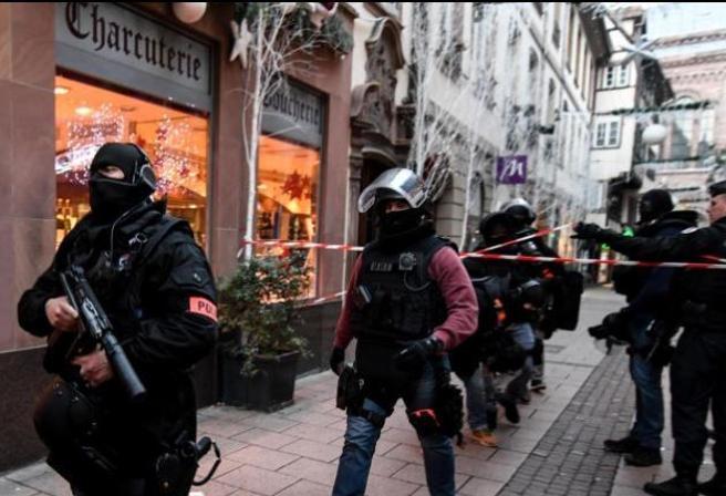 Attentato di Strasburgo, Cherif Chekatt sempre in fuga. Era