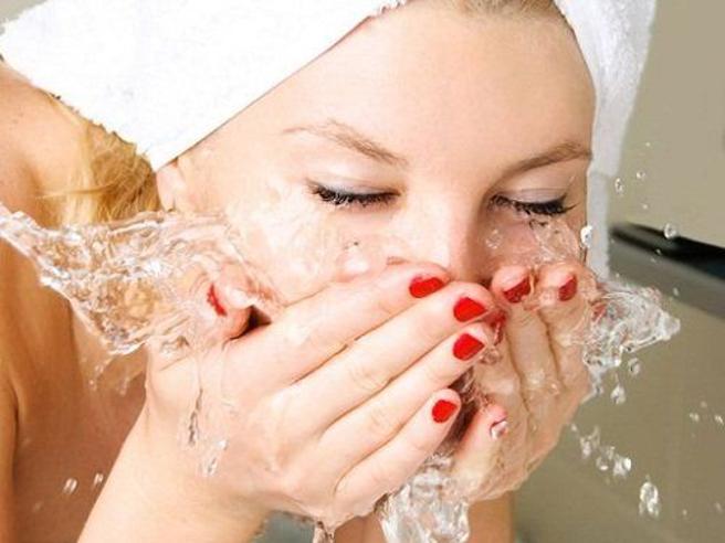 Lavare il viso, 6 cattive abitudini da abbandonare